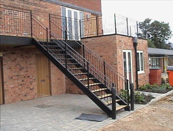 Метални стълби - почистване