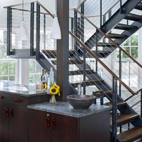 Метални стълби на две нива