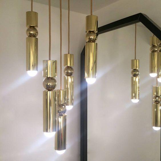 Светлини и метални стълби