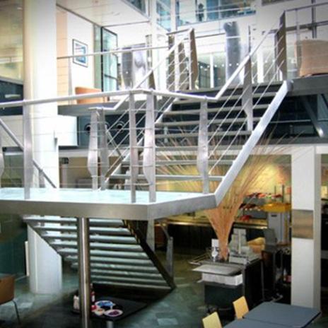 Металните стълби на етажи