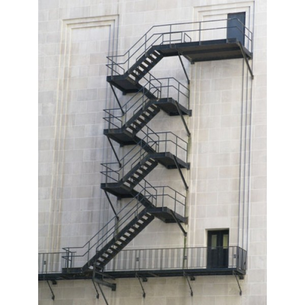 Противопожарни метални стълби