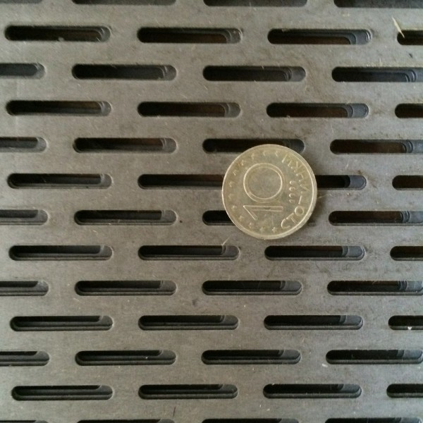 Черна перфорирана ламарина 3 x 20 mm
