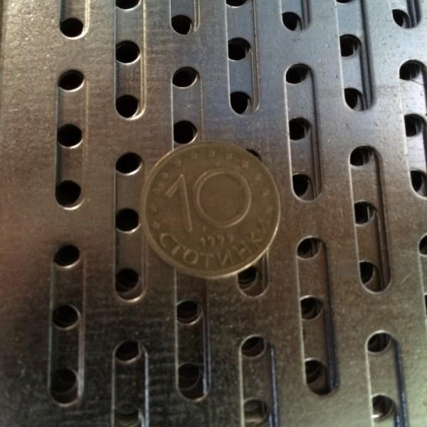 Поцинкована перфорирана ламарина 4 x 20 mm
