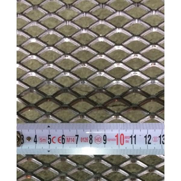 Черна просечена ламарина с отвор 28х13 мм