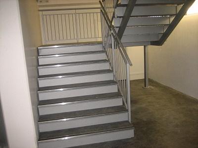 Стилни вътрешни метални стълби