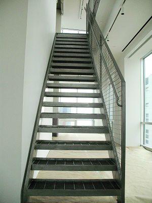 Класически вътрешни метални стълби
